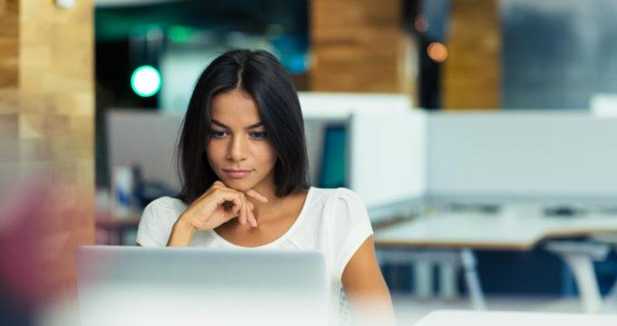 モデルの視線がユーザーにも影響。サイト内でユーザーを誘導する画像の使い方